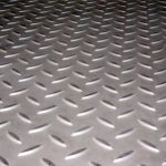 Top platform in smooth or non-slip diamond plate steel.