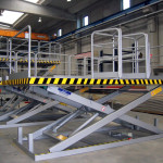Single scissor platform with handrails and access gate